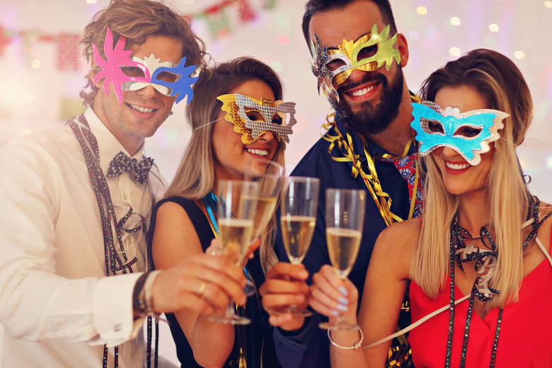 Podczas spotkania towarzyskiego nie trudno o spożycie sporej dawki alkoholu. Przekonaj się, ile kalorii zapewniają najpopularniejsze rodzaje trunków