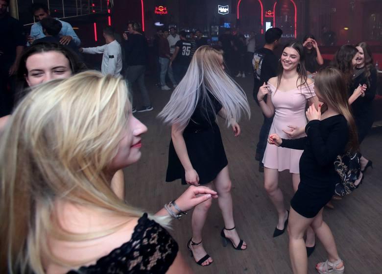 Tradycyjnie tenisiści, hostessy oraz organizatorzy i przyjaciele turnieju Pekao Szczecin Open bawili się na wspólnej wieczorno-nocnej zabawie Players