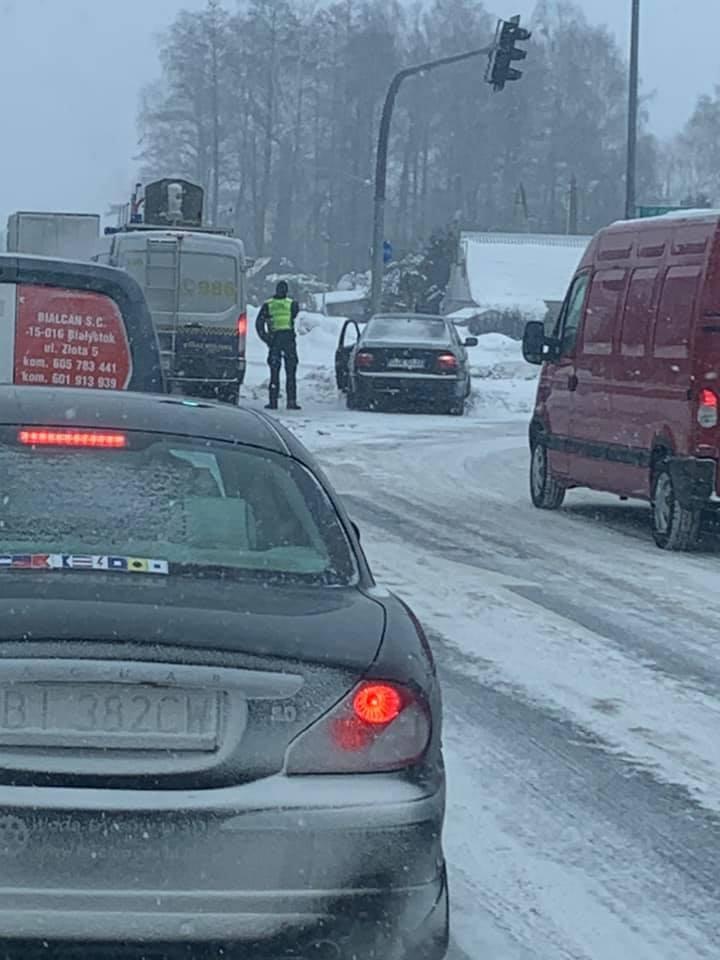 Atak zimy 2021 w Białymstoku. 9 lutego ulice nadal jak lodowisko (zdjęcia)