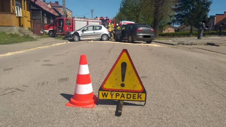 Dwa samochody osobowe zderzyły się w Przybyszewie koło Promnej.