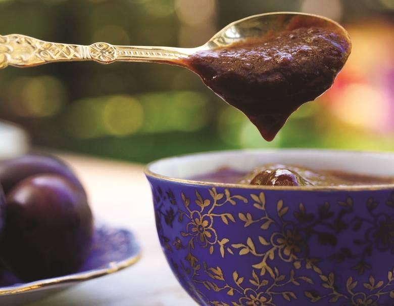 Składniki▪ 1 kg bardzo dojrzałych śliwek węgierek bez pestek ▪ 2-3 duże łyżki karobu lub do smaku▪ 1-2 łyżki odtłuszczonego kakao (opcjonalnie)▪ syrop