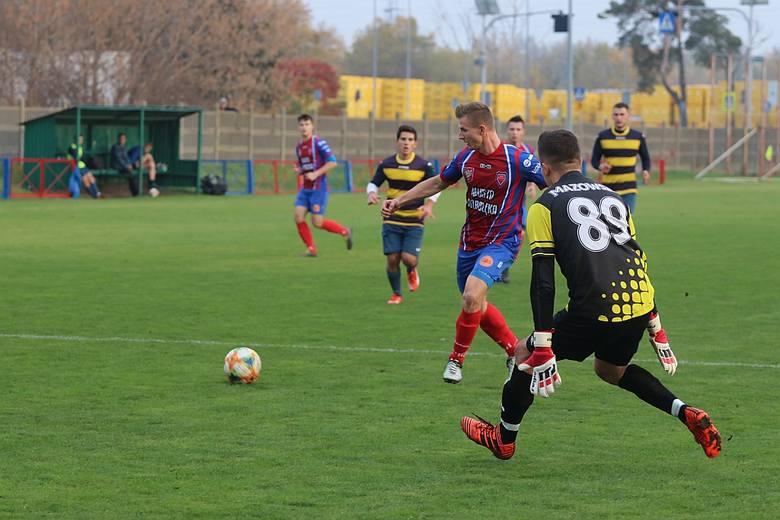 Piłkarze Narwi Ostrołęka byli faworytami tego spotkania, gdyż w ligowej tabeli znajdowali się zdecydowanie wyżej od Mazowsza. Byli na drugim miejscu,