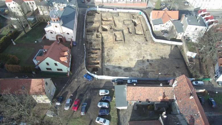 Archeolodzy przy ul. Zamkowej prowadzą badania ratunkowe poprzedzające inwestycję