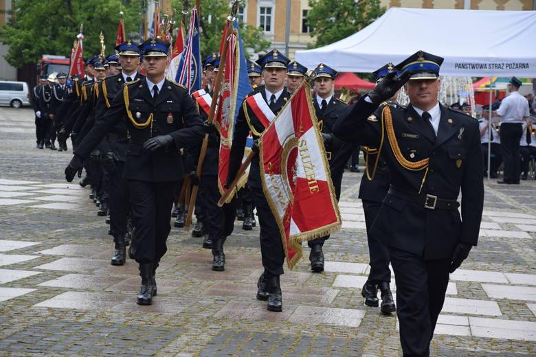 GORZÓW WLKP. Strażacy mieli swoje święto. Dostawali medale, odznaczenia, dyplomy i awanse