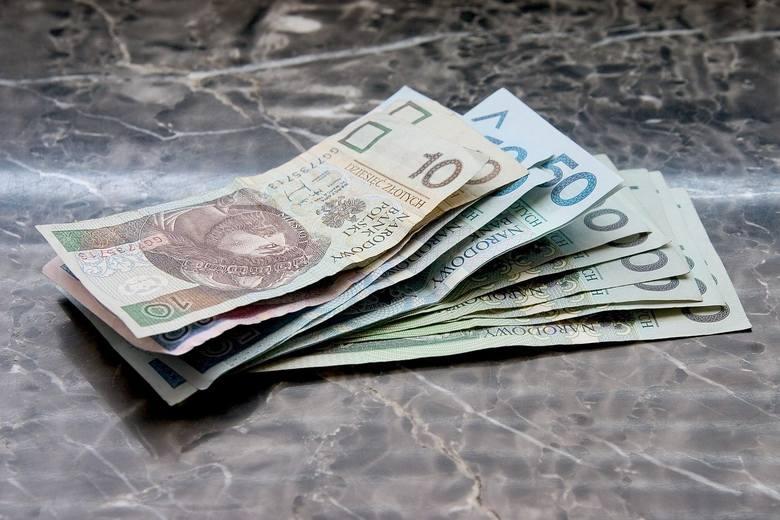 Ci, których pensja jest równa płacy minimalnej, od 1 stycznia 2020 roku mogą spodziewać się wyższych zarobków. Do ich kieszeni miesięcznie wpadnie o
