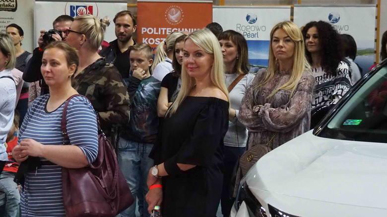 W koszalińskiej hali widowiskowo-sportowej od rana trwa wielka taneczna impreza. To Puchar Regionów Polski Północnej oraz Grand Prix Polski w Tańcu Towarzyskim.