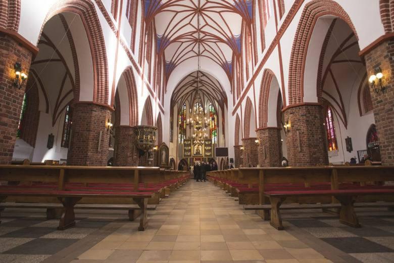 W kościołach policzyli metry kwadratowe i oznaczają miejsca