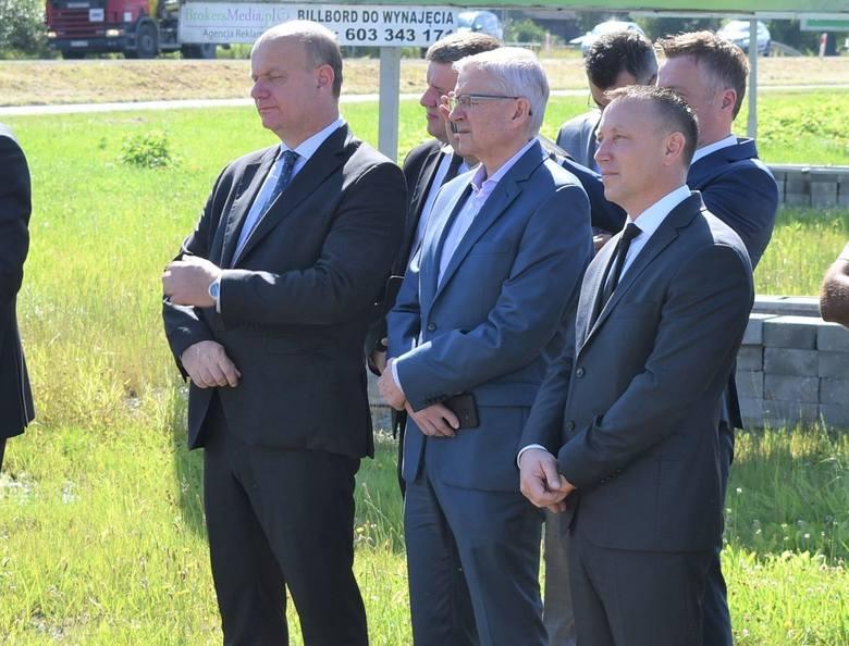 Przedstawiciele GDDKiA oraz Budimeksu na podpisaniu umowy w Oświęcimiu