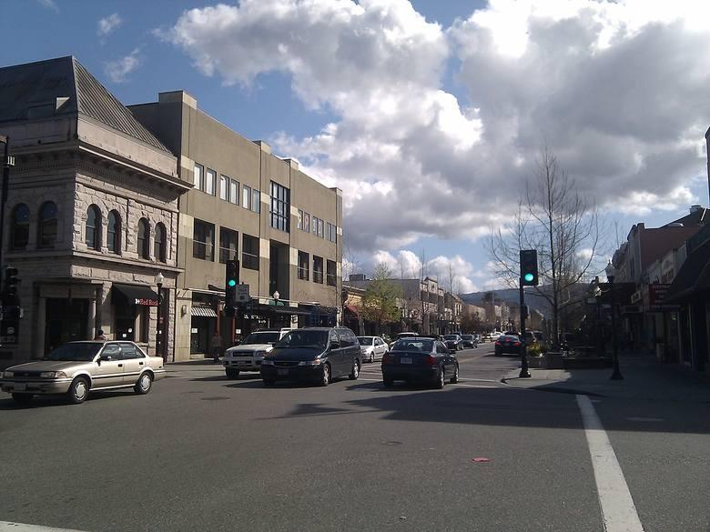 """Mountain View, USA - trzecie najdroższe miasto na świecie.Tutaj wynajem 45-metrowego mieszkania to """"zaledwie"""" 8236 złotych, lunch w"""