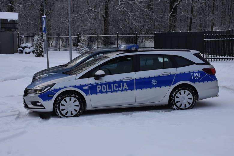 Radiowóz marki Opel Astra jest wyposażony w silnik o mocy 200 KM. Jest samochodem dynamicznym, wyposażonym w szereg nowoczesnych systemów zapewniających
