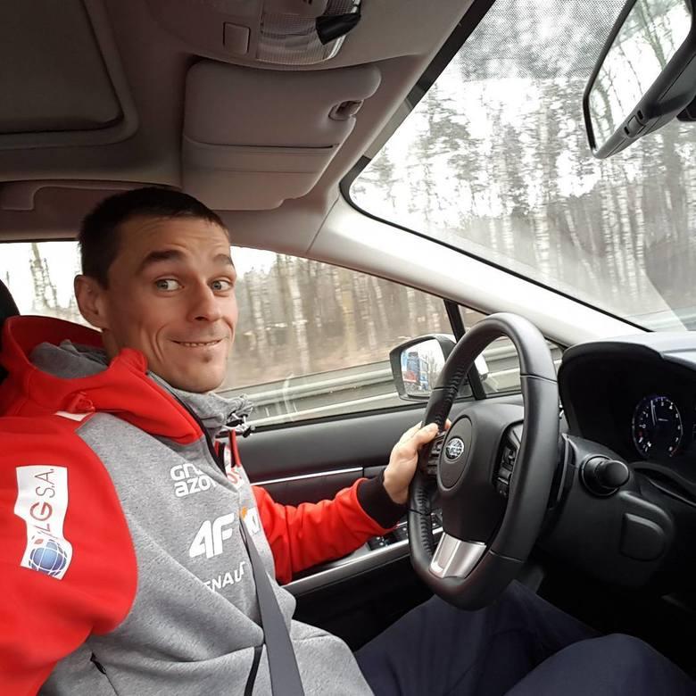Piotr Żyła jest nie tylko świetnym skoczkiem narciarskim, ale także zapalonym i bardzo dobrym kierowcą. Dużą prędkość lubi nie tylko na rozbiegu skoczni,