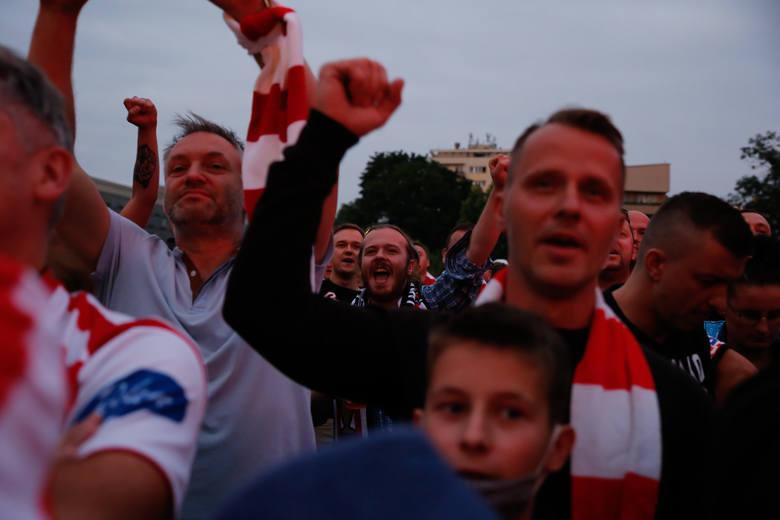"""Fani """"Pasów"""" świętowali z piłkarzami"""