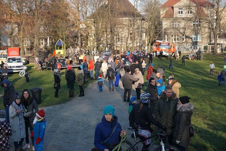 W parku Wieniawskiego w Poznaniu odbył się piknik charytatywny w zimowej scenerii. Zebrane pieniądze zostaną przeznaczone na leczenie 6-letniego Tymona ze Złotnik.<br />