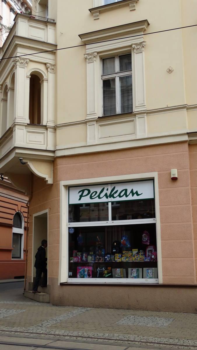 """Gdańska 12 - sklep papierniczy """"Pelikan"""". Prawdopodobnie powstał w czasie wojny."""