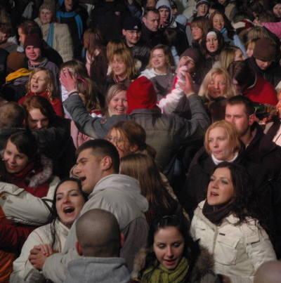 Tak gorzowianie bawili się przed rokiem przy Słowiance. Gwiazdą był zespół Goya. Organizatorzy zaliczyli jednak sporą wpadkę: wysiadł prąd.