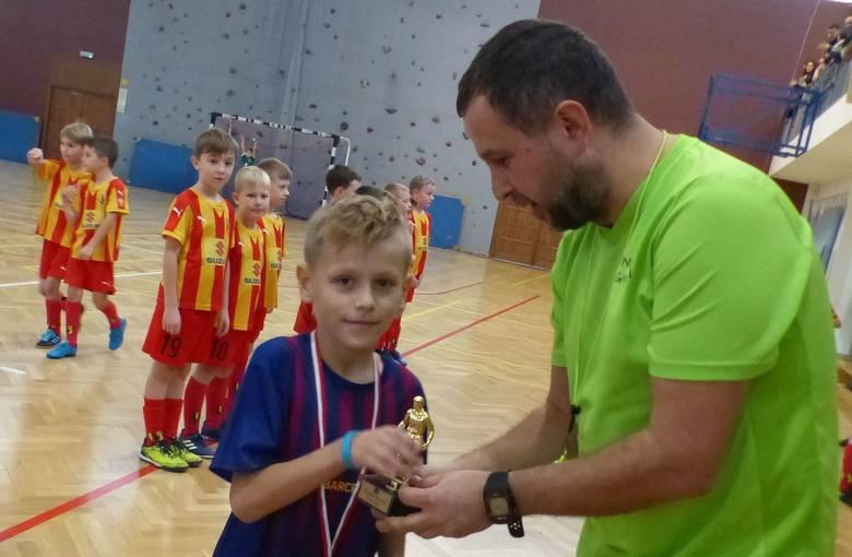 W hali II Liceum Ogólnokształcącego imienia Jana Śniadeckiego w Kielcach w niedzielę odbył się turniej Frajda Silver Cup dla zawodników z rocznika 2011