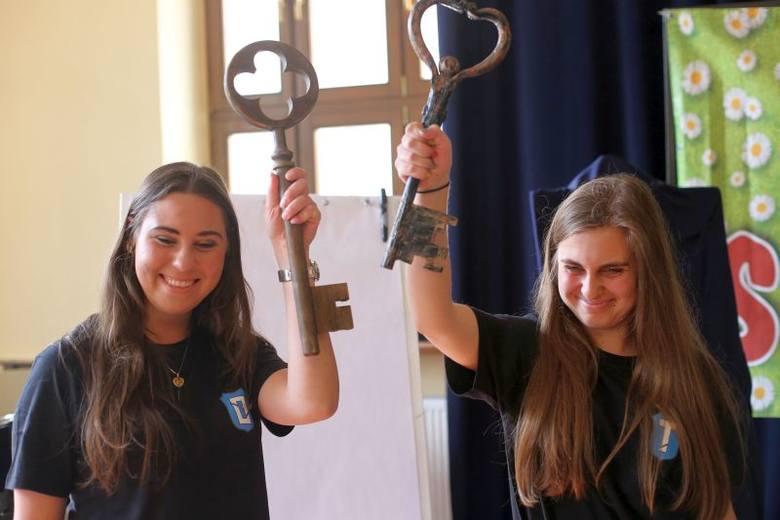 Burmistrz Arseniusz Finster przekazał młodzieży symboliczne klucze do bram miasta