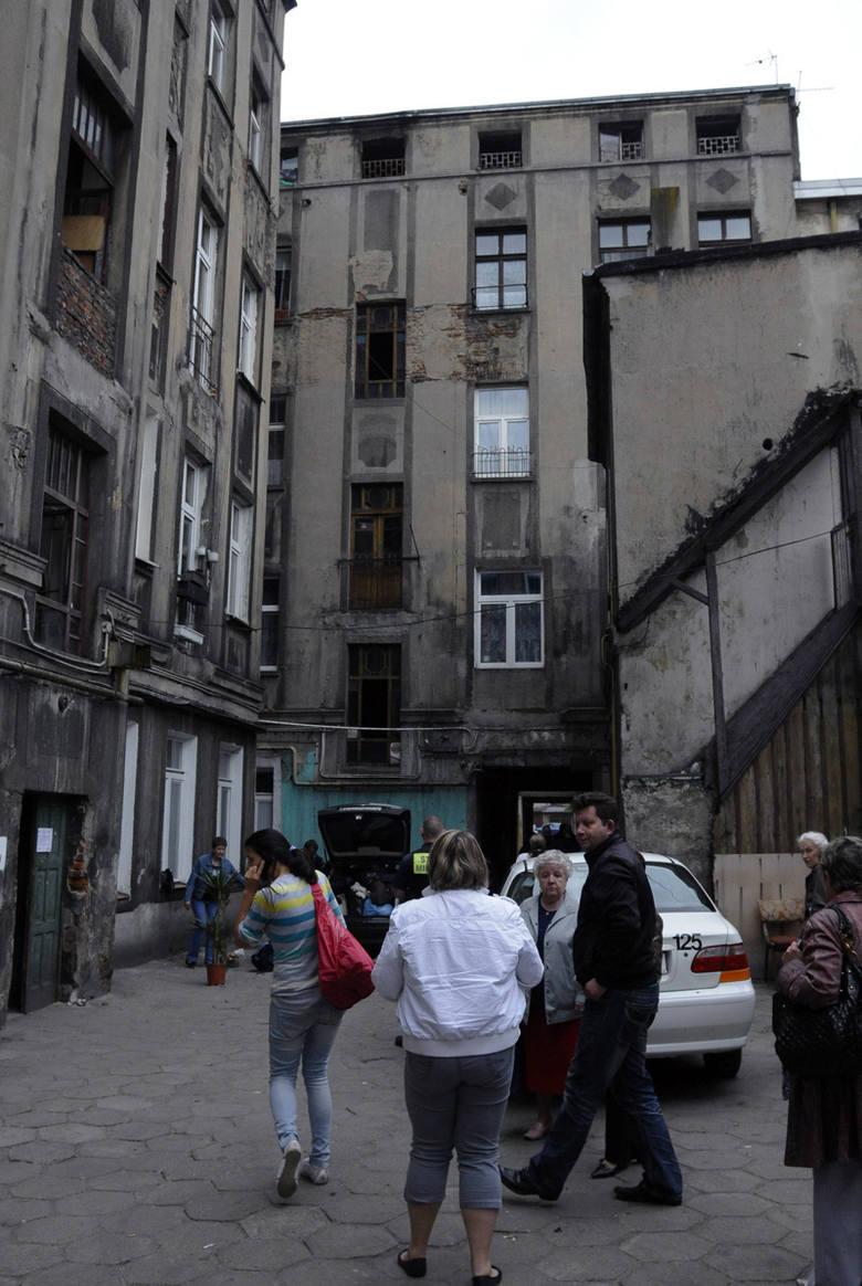 Osiem rodzin wróciło do swych mieszkań. Lokatorzy z ostatniego i część z przedostatniego piętra wynosili natomiast swój dobytek.