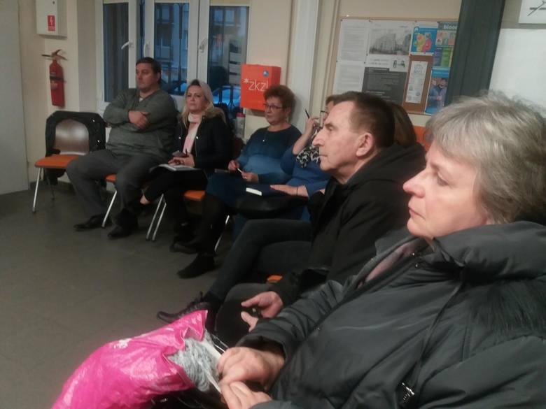Mieszkańcy kamienicy przy ul. Święty Marcin 30 od ponad roku żyją na  placu budowy, ponieważ zgodzili się na realizację programu Kawka.  Program, który miał przynieść mieszkańcom oszczędności, okazał się przyczyną wielu utrudnień.
