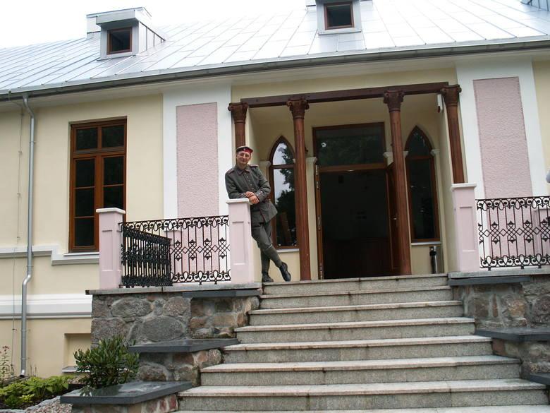 Przybyli na piknik goście zwiedzili ekspozycję frontu wschodniego I wojny światowej, salę poświęconą rodzinom Chojnowskich i Bojanowskich, wystawę przedmiotów