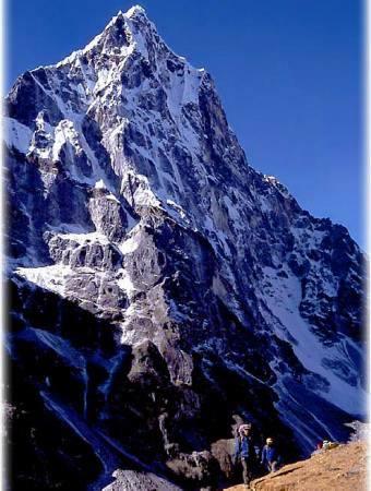 Na Cholatse do tej pory nie było Polaków. Liczącą ponad 6 tys. m górę zdobyli w 1984 r. Amerykanie.
