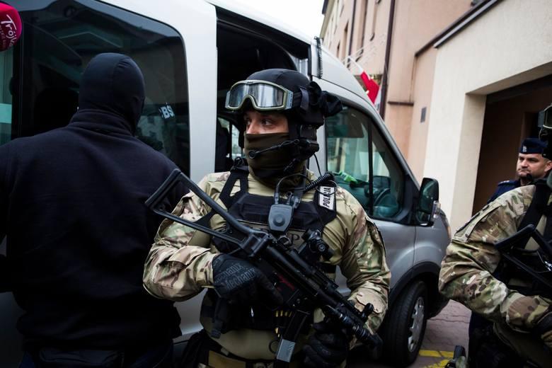 Stróże prawa wiedzieli, że 37-latek z pewnością będzie próbował uciekać. Dlatego starannie przygotowali się do akcji. Wzięła w niej udział specgrupa