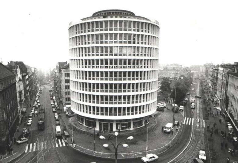 Najweselszy barak bloku wschodniego miał wiele twarzy, czyli jak to było w Poznaniu w czasach PRL-u
