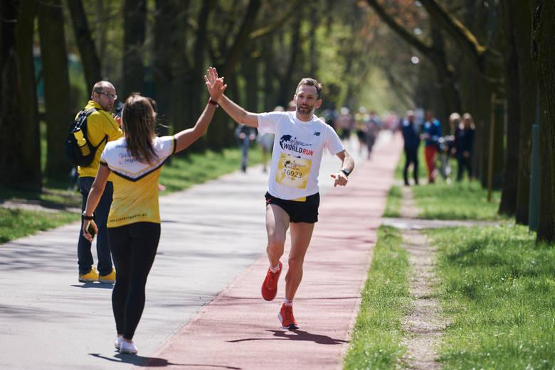 Do Wings for Life World Run 9 maja dołączyła w tym roku cała Polska. Łodzianie mogli kibicować Dominice Stelmach i Tomaszowi Osmulskiemu biegnącymi po