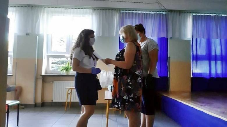 Po konkursie w szkole w Starachowicach nagrody czekały na laureatów 4 miesiące. Przez koronawirusa.