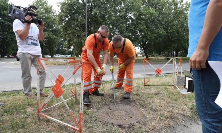 Ślad po płynącej tędy rzece Ostrodze pracownicy Zakładu Wodociągów i Kanalizacji odkryli przy ul. Lutomierskiej.