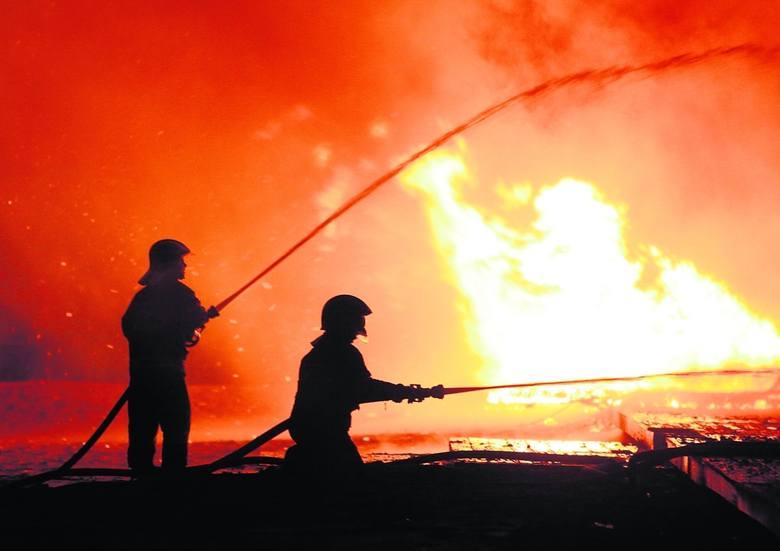 Ubranie strażackie musi być wyjątkowo odporne na działanie wysokich temperatur