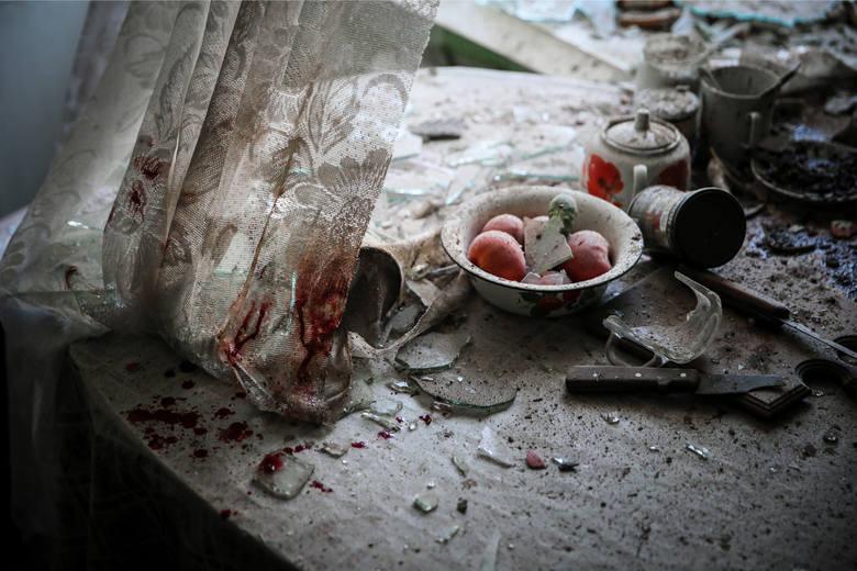 """WORLD PRESS PHOTO 2015. Pierwsze miejsce w kategorii """"Wiadomości ogólne - zdjęcie pojedyncze"""". Zniszczona kuchnia w jednym z mieszkań w Doniecku."""