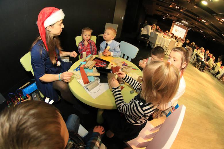 Dziś (23.12] Opłatek Maltański odbył się w 29 miastach w Polsce. Toruń był jednym z nich. Opłatek Maltański to ogólnopolska akcja charytatywna, której