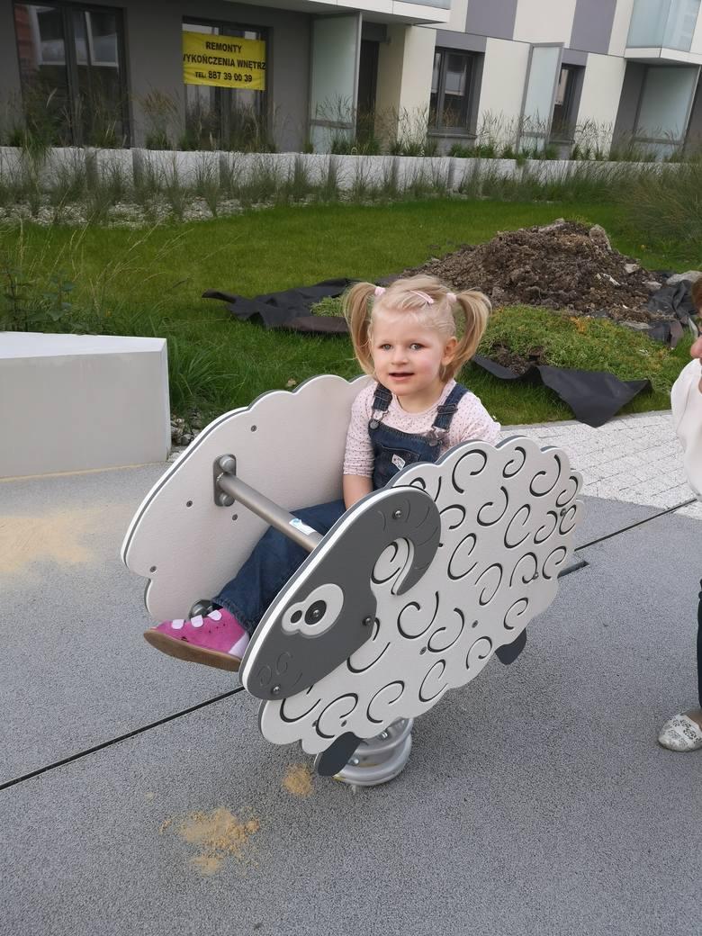 Wielkim marzeniem rodziców 3-letniej Zuzi  jest to, żeby ich ukochana córeczka zaczęła chodzić. Potrzebna jest jednak kosztowna i regularna rehabili