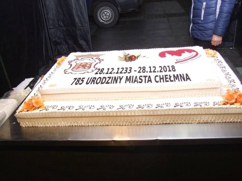Główną atrakcją 785. rocznicy powstania Chełmna był koncert Tobiasza Staniszewskiego oraz tort dla wszystkich  na Rynku.