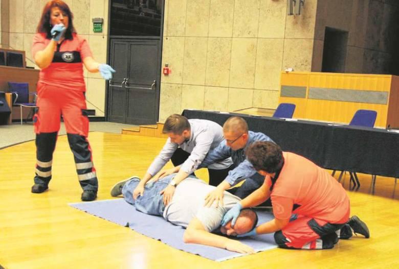Podczas szkolenia wolontariuszy odbywają się także pokazy praktyczne<br />