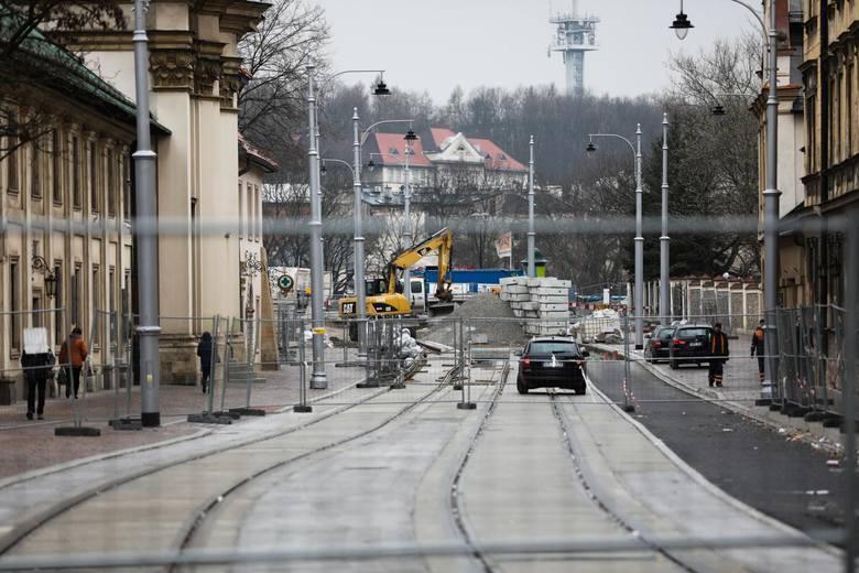 Przedłuża się przebudowa ulicy Krakowskiej