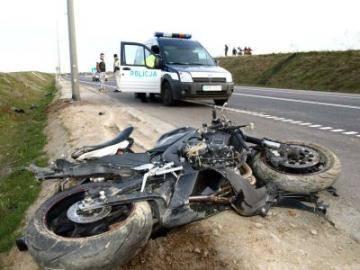 Motocyklista ma złamany kręgosłup! Na łuku drogi stracił panowanie nad yamahą