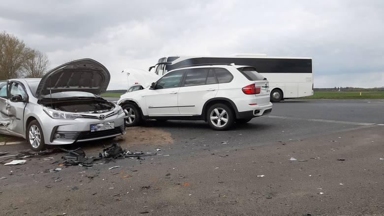 W piątkowe przedpołudnie na skrzyżowaniu drogi krajowej nr 6 z drogą nr 162 w okolicach Ramlewa doszło do zderzenia dwóch samochodów osobowych - marki