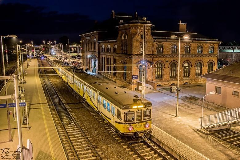 Tu stacja Kluczbork. Drewnolino do Namysłowa.Kto zgadnie, ile lat ma ten pociąg?