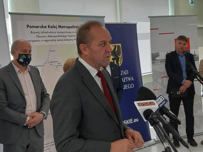 Marszałek województwa pomorskiego Mieczysław Struk podczas konferencji prasowej