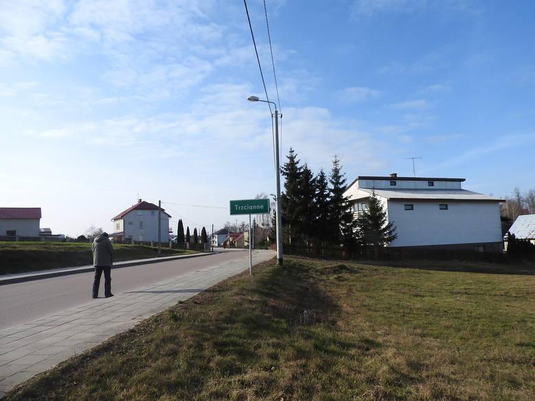 Trzcianne znajduje się w odległości 11 kilometrów od Moniek