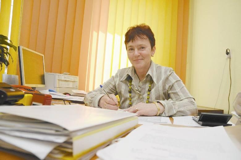 Inspektor Dorota Szafrańczyk zajmuje się przyjmowaniem wniosków od przyszłych przedsiębiorców w urzędzie gminy w Reńskiej Wsko. (fot. Daniel Polak)