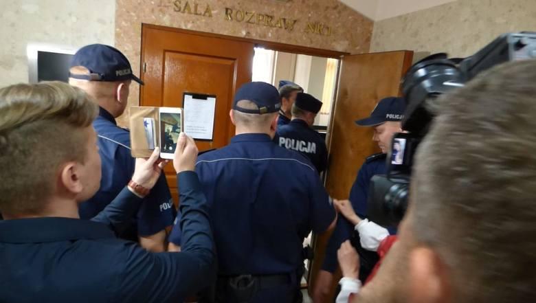 Po ataku nożem na policjanta w Busku. Areszty dla 33-letniego radnego z Buska oraz jego kompana, 37-latka z Kielc