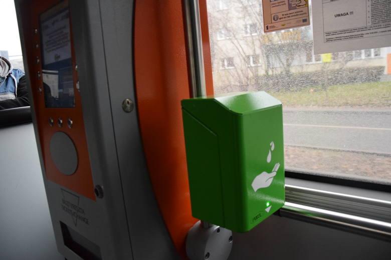 Dozowniki montowane są sukcesywnie we wszystkich autobusach i tramwajach.