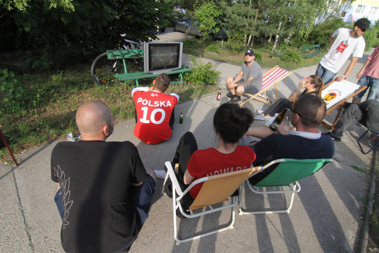 Wrocławianie oglądają mecz Polska - Ukraina podczas Euro 2016