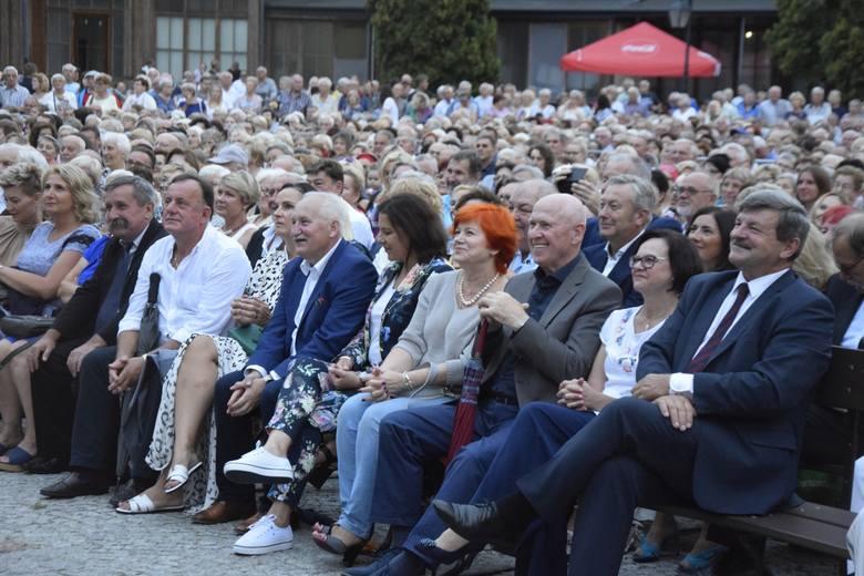 Po sobotnim koncercie galowym w Parku Zdrojowym impreza przeniosła się do Teatru Letniego. Tam, do środy 14 sierpnia będzie można podziwiać mistrzów