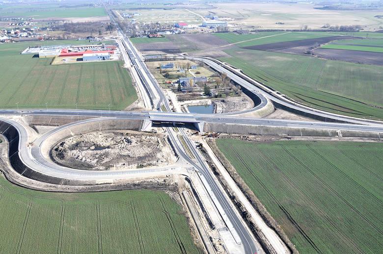 Obwodnica Inowrocławia to prawie 19-kilometrowa trasa, która będzie miała po dwa pasy w obu kierunkach. Ominie ona Inowrocław od wschodu i znacznie skróci