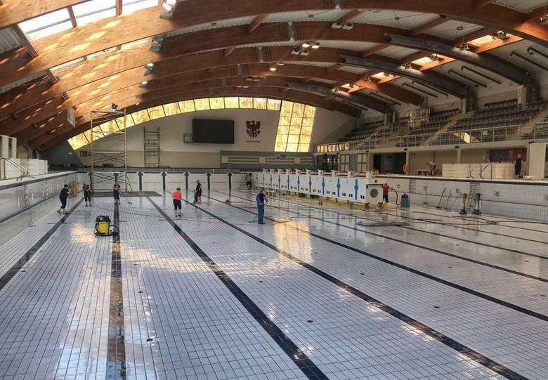 Czyszczą basenowe niecki, wymieniają płytki - w Słowiance trwa przerwa technologiczna