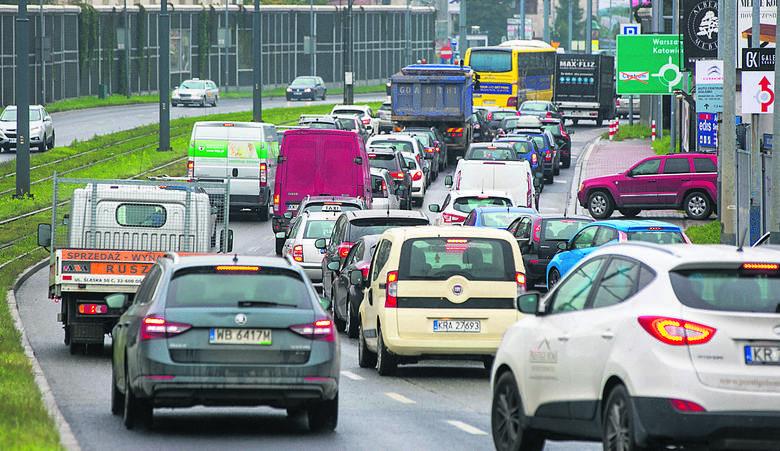 Tak wyglądał wczoraj dojazd ul. Kotlarską do ronda Grzegórzeckiego, które też było zablokowane przez potok samochodów